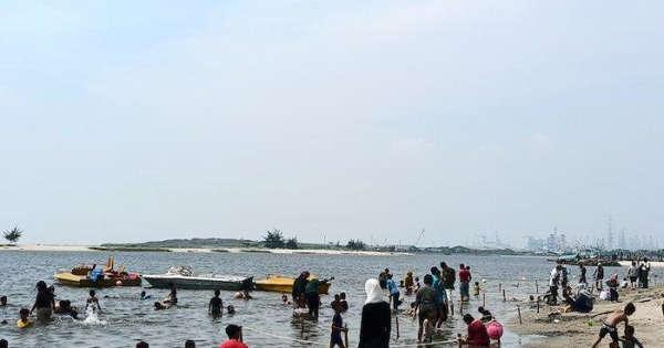 Hari Pertama Lebaran Taman Impian Jaya Ancol Dipadati 25.000 Pengunjung