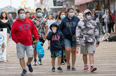 Warga yang Sudah Divaksin Corona Tak Perlu Pakai Masker