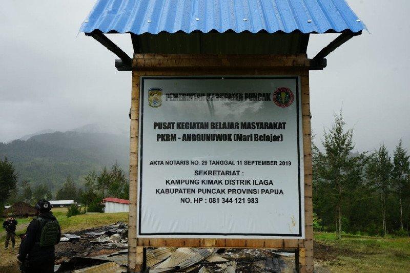 Separatis Papua membakar pusat kegiatan belajar umum di Puncak