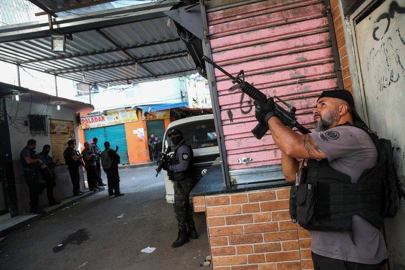 Baku Tembak Polisi dan Geng Narkoba Brasil Tewaskan 25 Orang