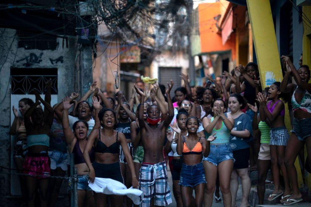 Penggerebekan Polisi yang Mematikan di Rio Menunjukkan Bagaimana Kebijakan Bolsonaro