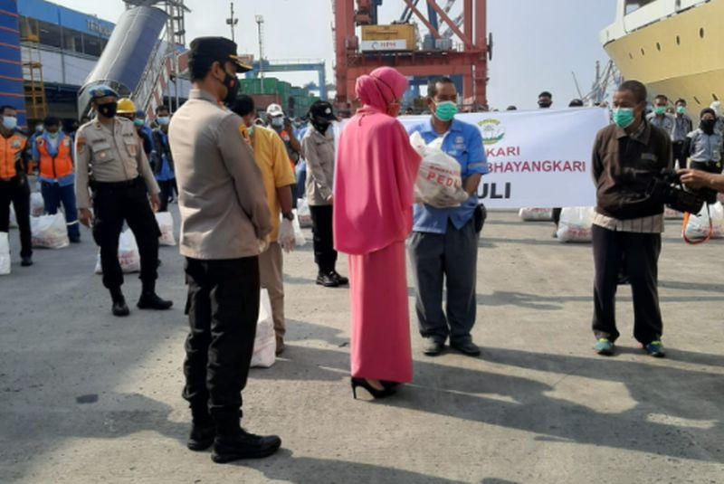 Dapat Bantuan Kapolri, Pekerja Pelabuhan Tanjung Priok Diminta Disiplin Prokes
