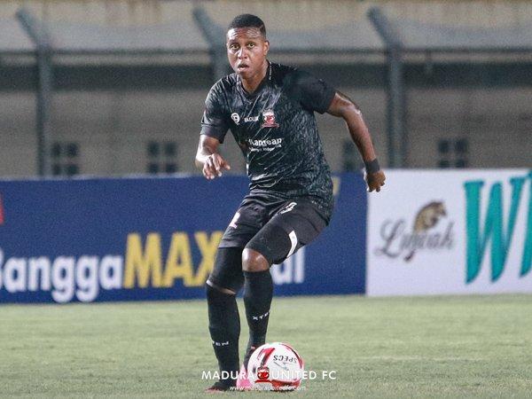 Jaja Ungkap Beda Sepak Bola Indonesia Dan Brasil
