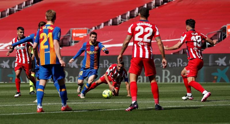 Skor Kacamata Hiasi Laga Barcelona vs Atletico Madrid di Babak