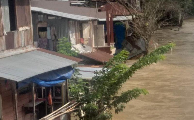 Sungai Deli meluap, Banjir Dua Meter Rendam Rumah Warga :