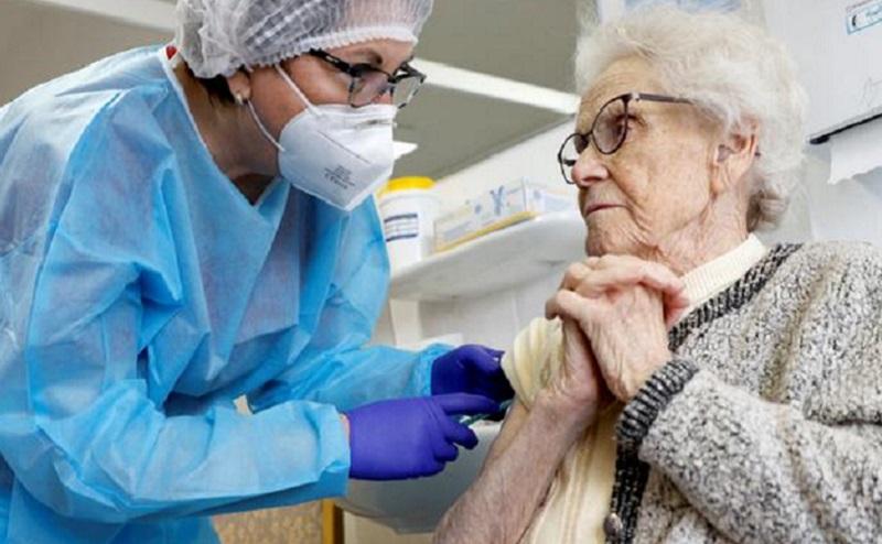Vaksinasi bagi Warga di Atas 50 Tahun Dimulai, Begini Cara